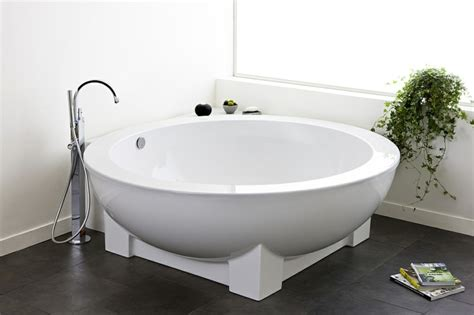 freestanding corner tub baignoire d 39 angle et solutions pour petits espaces