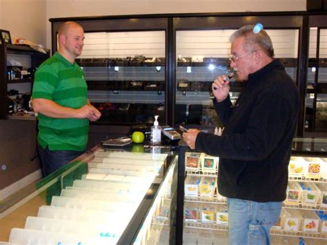 e cigarette store opens at shoppes at flight deck