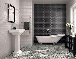 carrelage salle de bain noir et blanc duo intemporel With carrelage adhesif salle de bain avec lampe mini led