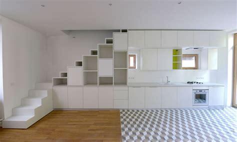 amenagement placard cuisine aménagement d un placard sous escalier et d une cuisine en