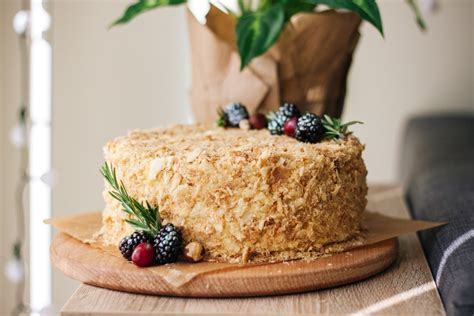 *claps hand over forehead and falls over* i need to absorb sugar!! Napoleon cake (Ukrainian style Mille-feuille) - Bake-No-Fake
