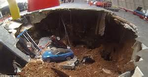 corvette museum sinkhole wiki chevrolet corvette restored after being swallowed by a
