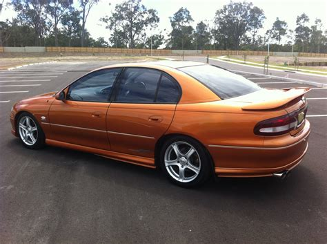 holden commodore vt series  ss trowy shannons club