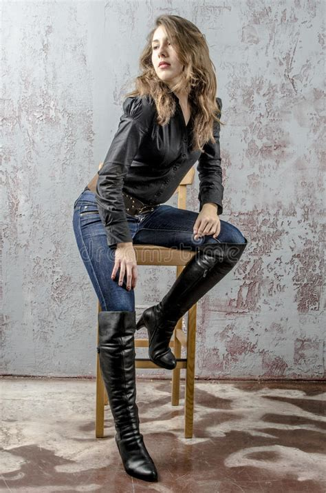 young girl  curly hair   black shirt jeans