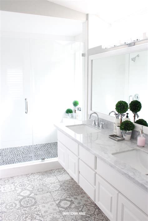 Bathroom Ideas Grey And White by Gray And White Bathroom Smart School House