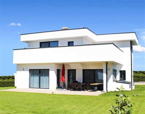 Moderne Häuser Terrassen by Haus 161 F Meinhaus Bau Gmbh