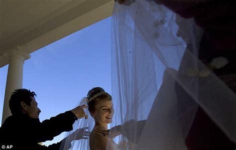 foto pasangan suami istri yang ketagihan menikah ciricara