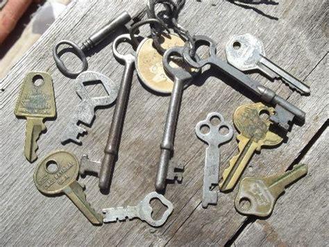Old Vintage Antique Key Lot, 100+ Skeleton Keys, Car Keys