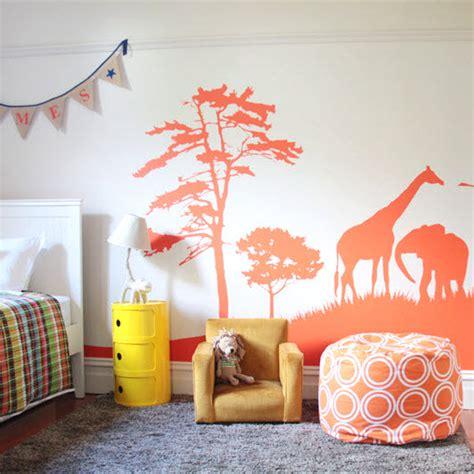 chambre theme espace une déco savane dans la chambre de bébé