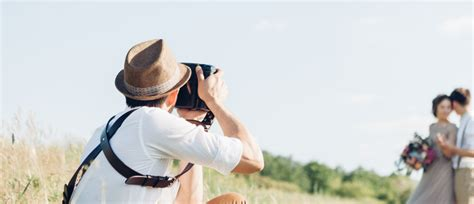 hire  professional wedding photographer canvera