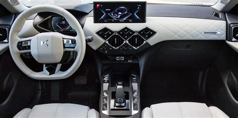 ds  crossback interior infotainment carwow