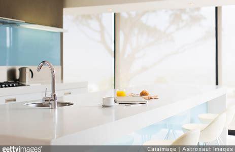 revetement plan de travail cuisine bien choisir ses rideaux de cuisinedécoration cuisine