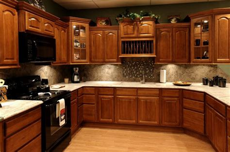 Best Color To Paint Bathroom Cabinets by Best 25 Oak Cabinets Ideas On Staining