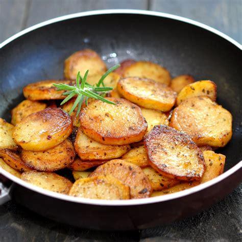 cuisiner pomme de terre nouvelle recette pommes de terre sautées au beurre