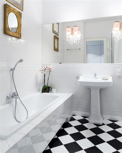 linoleum flooring in bathroom settings