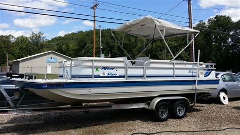 1993 Godfrey Hurricane Deck Boat by Hurricane Deck 22 23 Ft 1994 For Sale For 5 250