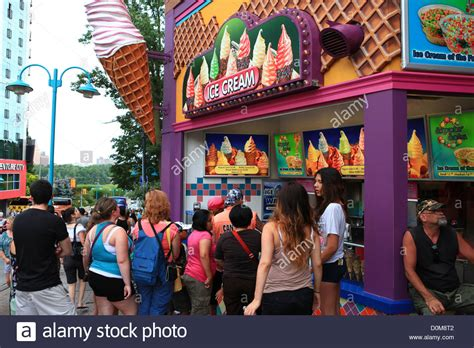 long   people waiting   ice cream store