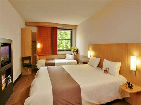 description chambre hotel h 244 tel ibis caen centre port de plaisance 3 233 toiles dans le