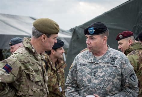 Ģenerālleitnants Hodžīss: Krievija īsteno hibrīdkaru, lai ...