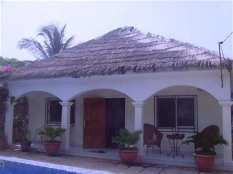 bedroom furnished bungalow  sale  bijilo  pool