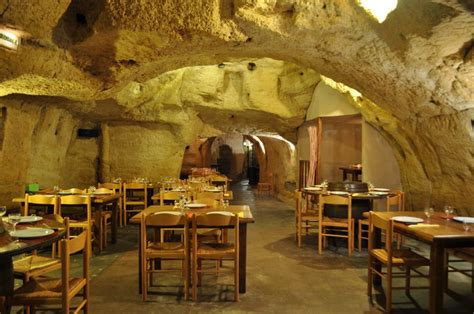 maison de la literie saumur restaurant troglodyte le caveau 49 galerie office de tourisme de saumur val de loire