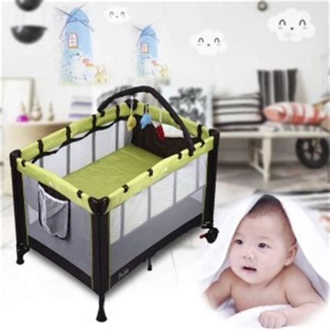 mobile pour lit bebe pas cher lit parapluie guide du lit parapluie pour enfant