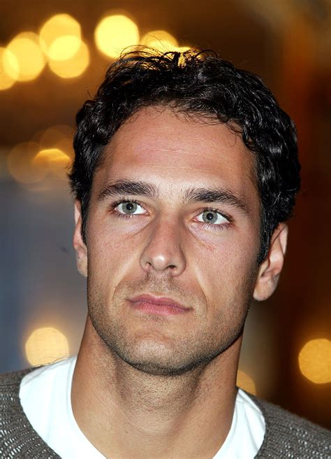 Raoul bova was born in a roman white collar family, his father was an employee and his mother a housewife. Raoul Bova hairstyle -   Raoul bova, Hairstyle, Men and babies
