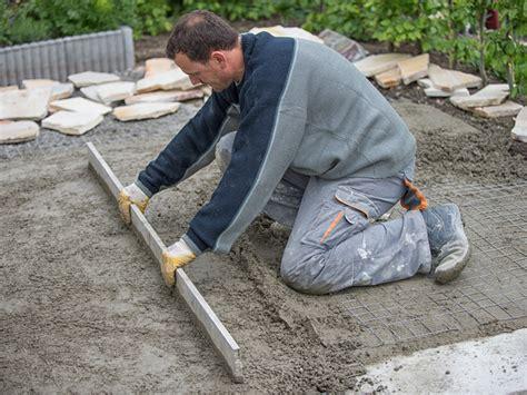 polygonalplatten verlegen kiesbett terrassenplatten verlegen schritt f 252 r schritt anleitung bauen de