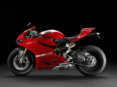 Review Ducati Panigale by 2014 Ducati Superbike 1199 Panigale R Review