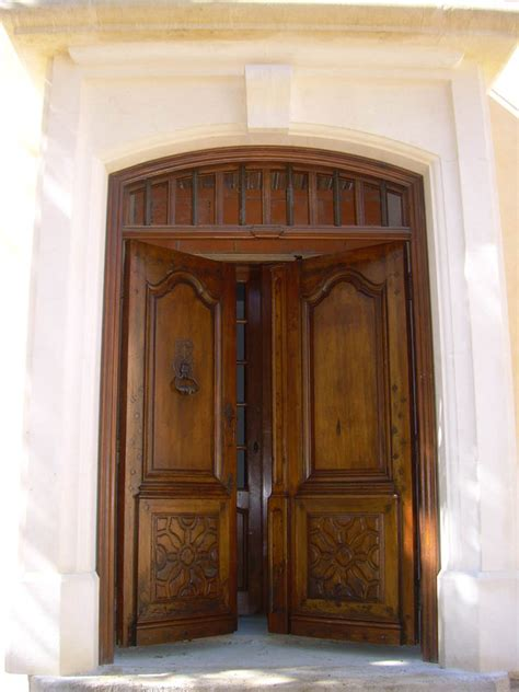 catalogue meuble cuisine porte d 39 entrée ancienne 2 vantaux en noyer restaurée