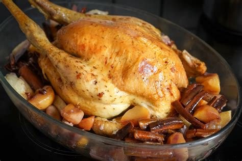 cuisiner un chapon au four dinde r 244 tie ou chapon r 244 ti au four recette de la dinde r 244 tie ou du chapon r 244 ti pour no 235 l par