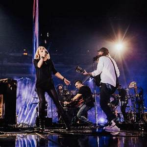 Carrie Underwood crashes Passion conference 2017 to