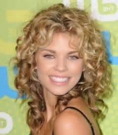 how to choose a wedding dress shoulder length curly hairstyles as your choice hairjos