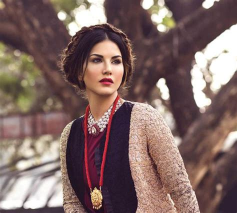 Sunny Leone Demanded 10 Lakh Millions From Mohit Suri For