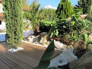 quel arbuste mettre autour une piscine With modele de jardin paysager 15 quelles plantes pour un massif de bord de piscine