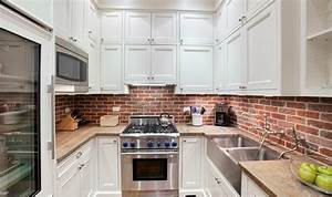 Elegant brick backsplash in the kitchen presented with for What kind of paint to use on kitchen cabinets for papier peint geometrique