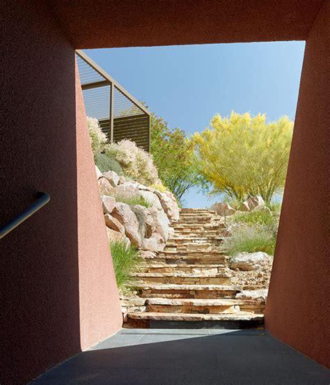 la marmol radziner erects prefabricated las vegas house  desert landscape osa