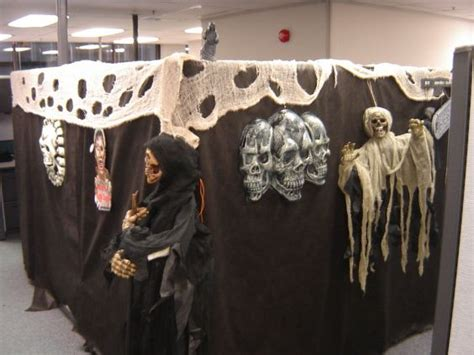 55 Best Halloween Cubicle Ideas Worth Replicating At Your Office