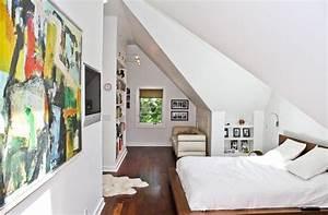 Chambre mansardee 30 idees d39amenagement et de deco for Chambre a coucher adulte avec fenetre de toit pvc