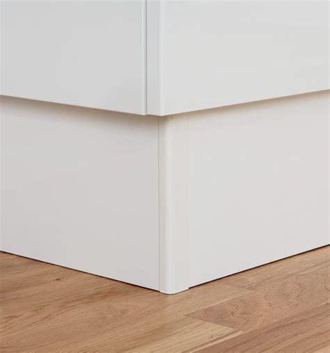 angle de plinthe de cuisine profil de jonction d angle pour plinthe houdan cuisines