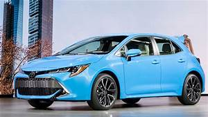 Nouvelle Toyota Corolla 2019 : sporty looking 2019 toyota corolla hatchback debuts consumer reports ~ Medecine-chirurgie-esthetiques.com Avis de Voitures