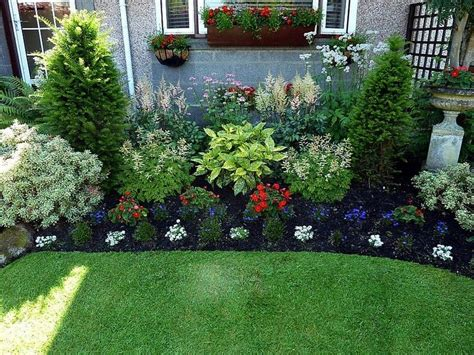 Simple Front Yard Landscaping Ideas Use Statues Or Rocks