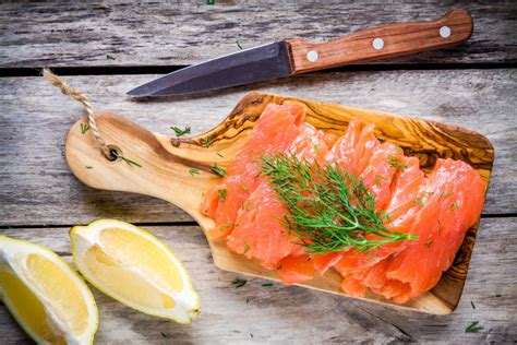 cuisiner le saumon frais toutes les recettes à base de saumon pour noël magazine