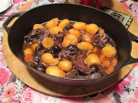 cuisiner une daube daube de porc aux pruneaux recette de porc aux pruneaux
