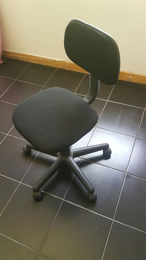 chaise de bureau noir chaise de bureau enfant tissus noir a roulettes à djibouti