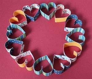 Herz Aus Papier Basteln : kranz aus papierherzen handmade kultur ~ Lizthompson.info Haus und Dekorationen