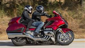 Goldwing 1800 2018 : 2018 honda gold wing tour first ride review youtube ~ Medecine-chirurgie-esthetiques.com Avis de Voitures