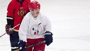 The world's oldest hockey player - ESPN Video