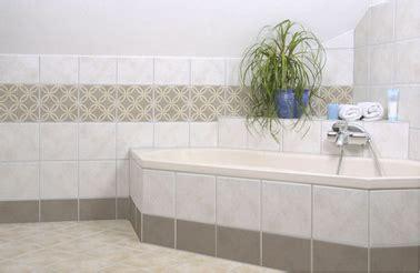 carrelage adhésif salle de bain carrelage adh 233 sif sur mur baignoire salle de bain folii