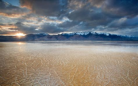 desolate quiet gobi desert photography wallpaper